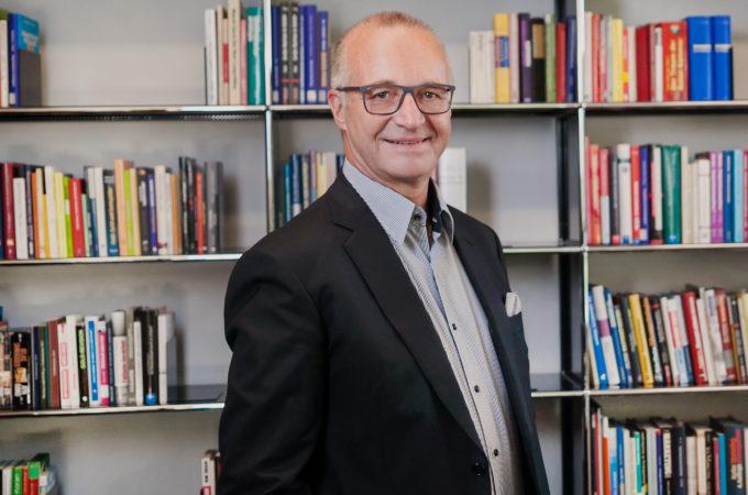 Dr. Christoph Nussbaumer Strategieentwicklung - Strategieimplementierung mit der Balanced Scorecard - Strategisches Controlling